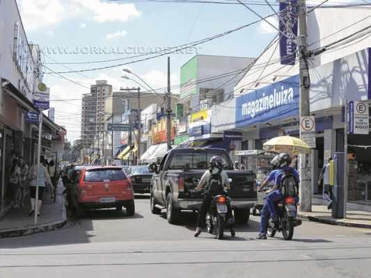 Lojas do comércio de rua vão abrir no feriado de 6ª
