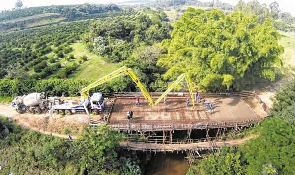 Construção de pontes nos bairros rurais Poço Fundo e Itapé faz parte das melhorias desenvolvidas nos últimos seis anos