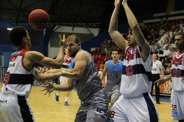 Soberano desde o começo do jogo, RC Basquete dominou e venceu Franca com facilidade