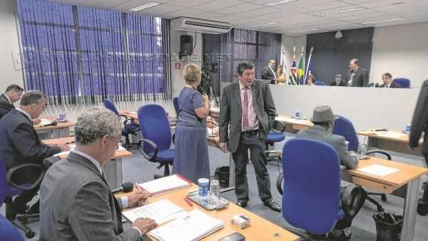 PRODUTIVIDADE: vereadores rio-clarenses propuseram quase duas moções ou honrarias por dia em 2015