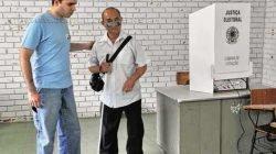 Eleitores que apresentam deficiência visual podem votar nas urnas adaptadas e também utilizar fones de ouvido