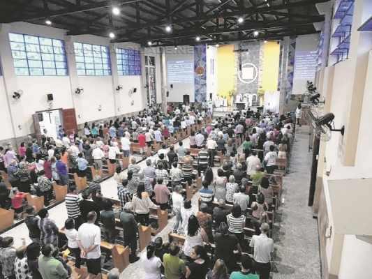 Igreja Matriz de Nossa Senhora Aparecida tem missas nesta quinta-feira