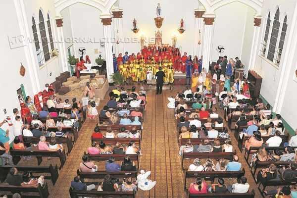 Seminário Claretiano: público assiste à apresentação de coral na programação do Natal Luz