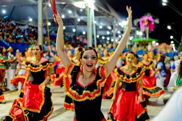 Além dos desfiles das escolas de samba, o carnaval de Rio Claro terá bailes na praça principal da cidade, nas tardes de sábado, domingo e terça-feira, exclusivamente com marchinhas de carnaval