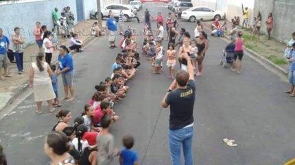 Diversas atividades são realizadas com o intuito de aproximar jovens e crianças da igreja e levá-los ao caminho do bem