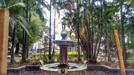 Estátua da Fonte do Índio estava quebrada na manhã deste domingo (10)