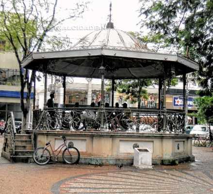 MEDO: principal espaço público da cidade, datado do século XIX, é ocupado por andarilhos e prostitutas