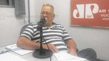 René Neubauer, presidente do Comissão Organizadora do Carnaval, no estúdio da Rádio Excelsior Jovem Pan News