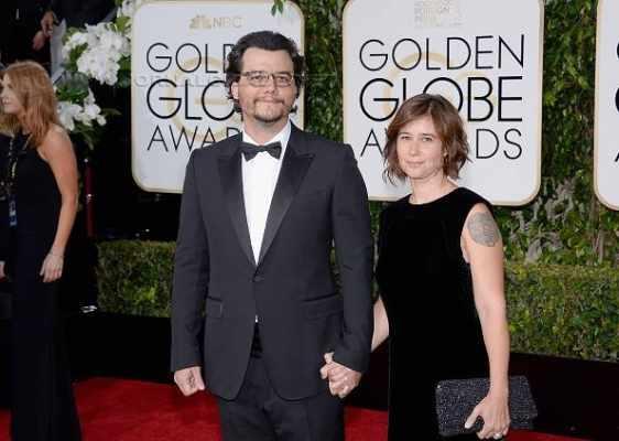 Wagner Moura e sua esposa no red carpet do Globo de Ouro 2016