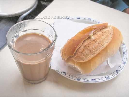 Foram empenhados mais de R$ 572 mil para aquisição de pães e leite com café destinados aos servidores municipais