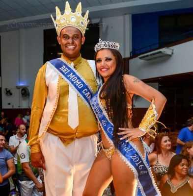O superanimado rei momo Renan e sua rainha Thainá, após a cerimônia que os elegeu no comando do Carnaval 2016 em RC