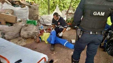Funcionário do Ecoponto do Jardim São Paulo foi espancado por uma barra de ferro (Foto: Gabriel Gouvêa de Melo administrador do Grupo Rio Claro - SP, do Facebook)