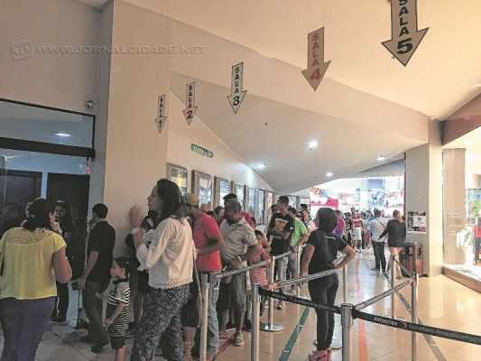 Em Rio Claro as primeiras exibições aconteceram em duas salas às 14h20, no cinema do shopping. Fãs esperavam ansiosos pelo início do filme