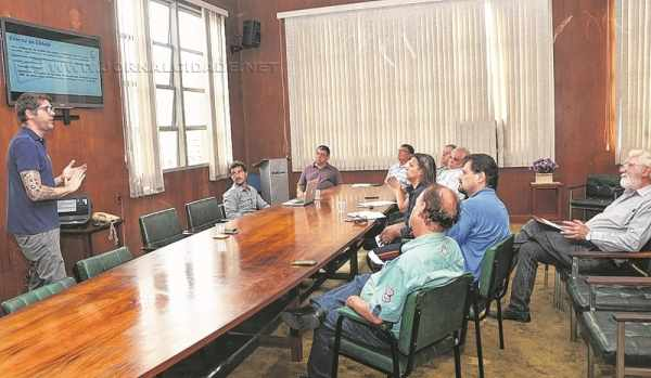 A reunião no Paço Municipal teve a participação de representantes das secretarias municipais envolvidas no inédito evento