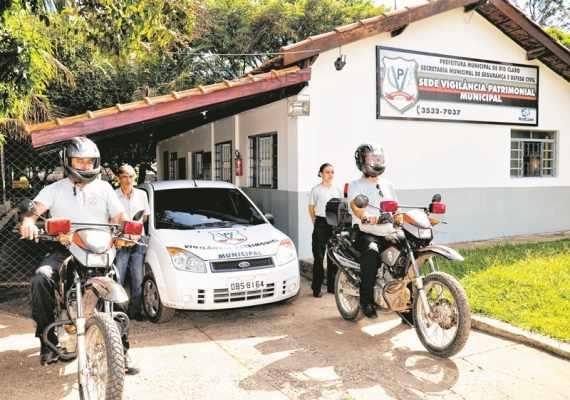 Vigilantes entraram em contato com a reportagem do JC para dizer que a prefeitura não pagou horas extras (Foto: Arquivo)