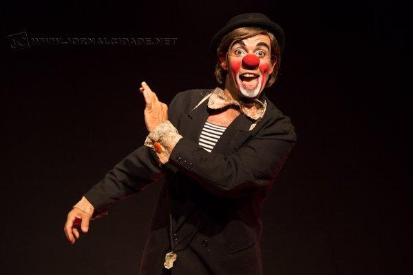 Natural de Santa Gertrudes, o ator participa de diversas atividades ligadas ao mundo dos palhaços