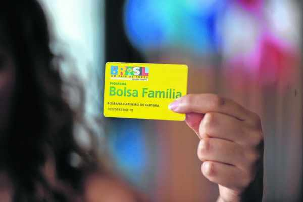 O benefício máximo mensal recebido por família rio-clarense referente ao Bolsa Família foi de R$ 716,83 em 2015