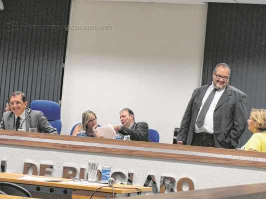 Críticas ao governo municipal marcaram a sessão legislativa em que não se votaram projetos da Ordem do Dia