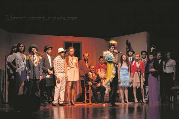 A Cia de Artes Cênicas dá aulas de teatro gratuitamente para crianças, adolescentes e adultos no Centro Cultural