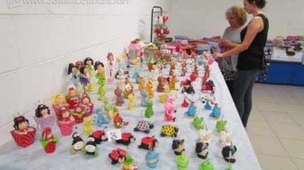 A feira teve início na última quinta-feira (3) e nela são comercializados diversos produtos artesanais