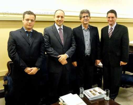 Em foto de arquivo, o prefeito Du Altimari (PMDB) e o secretário de Negócios Jurídicos, Gustavo Ramos Perissinotto (PMDB)