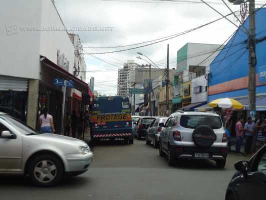 A Rua 3 recebeu grande volume de veículos nesse sábado (26)