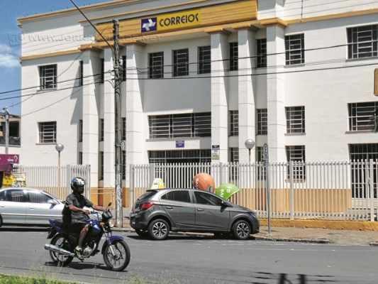 A agência central dos Correios em Rio Claro fica na Rua 1 em frente à antiga Estação Ferroviária
