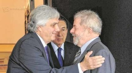 Delcídio cita fatos envolvendo o ex-presidente Luiz Inácio Lula da Silva, a presidente Dilma, senadores do PMDB e Aécio Neves (PSDB)