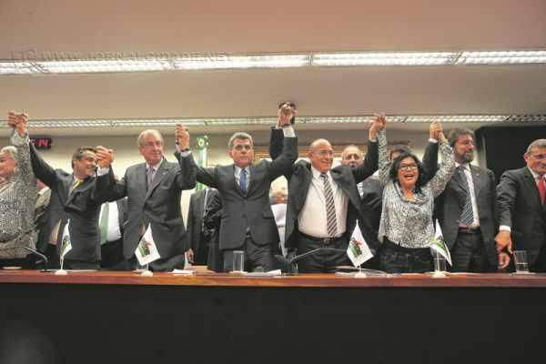 Decisão, por aclamação, de desembarque do PMDB do governo federal de Dilma Rousseff (foto: assessoria de imprensa do PMDB)