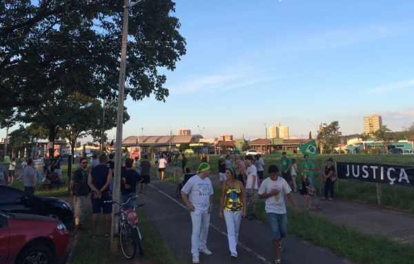 Manifestantes se reuniram na ciclovia do Aeroclube