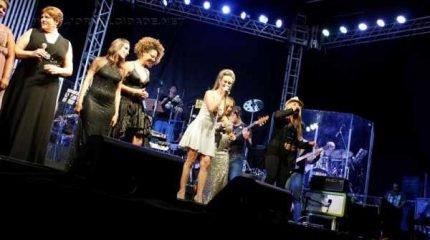 O espetáculo acontece no sábado e domingo, a partir das 20 horas. Diversos nomes da música popular brasileira serão interpretados pelas 13 cantoras durante o show