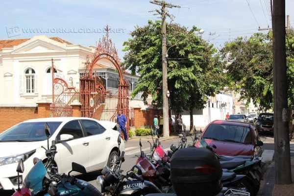 Ao longo da Avenida 15, no trecho da Santa Casa, há ao lado direito a ciclofaixa para uso de ciclistas. Já no lado esquerdo, vagas para táxis, vagas de curta duração, para motocicletas e para carros