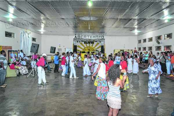 As atividades acontecem ao longo dos meses e, a cada final de semana, diversos grupos trabalham de maneira voluntária na associação