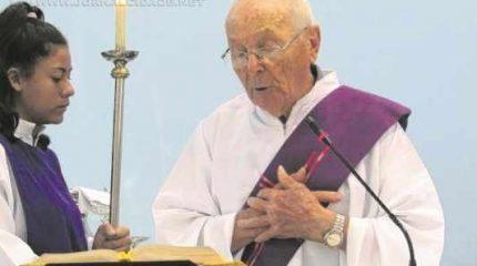 Délio Evangelista é diácono emérito da Igreja Imaculado Coração de Maria; livro escrito por amigos e familiares fala sobre sua vida