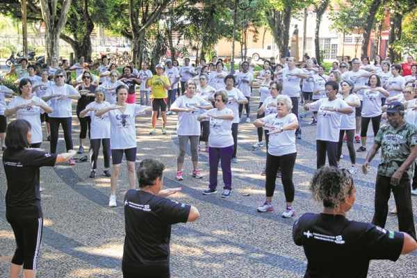 Cerca de 150 pessoas participaram da aula coletiva, que aconteceu nessa quarta-feira (6), no parte da manhã, na Praça da Liberdade
