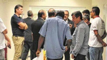 Sem a presença dos servidores, os vereadores levaram três minutos para anunciar que não votariam os projetos de reajuste ontem