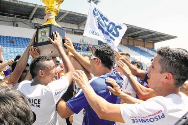 Com número recorde de 22 times participantes em 2015, a campeã do Campeonato Amador do ano passado foi a AE Pisos Nice