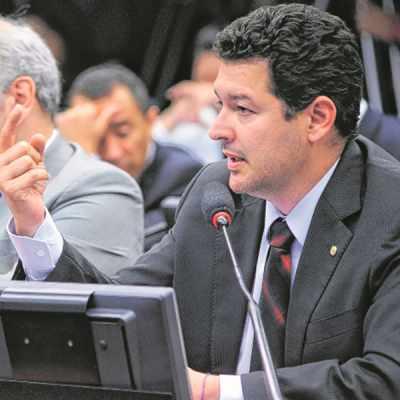 Apreciação do parecer preliminar, em desfavor do deputado Eduardo Cunha (PMDB/RJ). Na foto, o Dep. Betinho Gomes (PSDB-PE)
