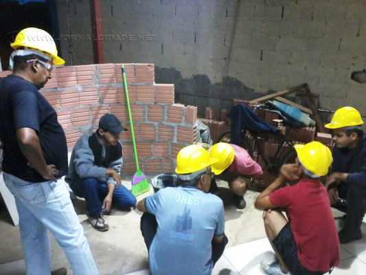 Qualificações são para pedreiro, assentador de piso e revestimento e encanador