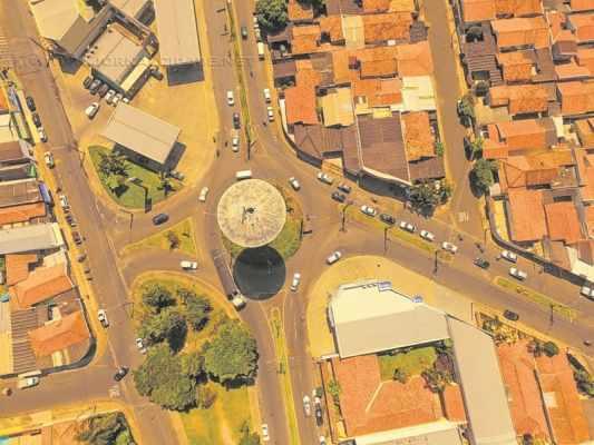 Setor de Meio Ambiente irá repor árvores após corte na praça, segundo secretário Sérgio Guilherme (Foto aérea: Bruno Leite)