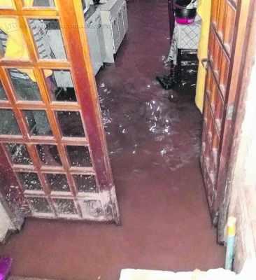 Duas casas ficaram alagadas com o temporal dessa segunda (16)