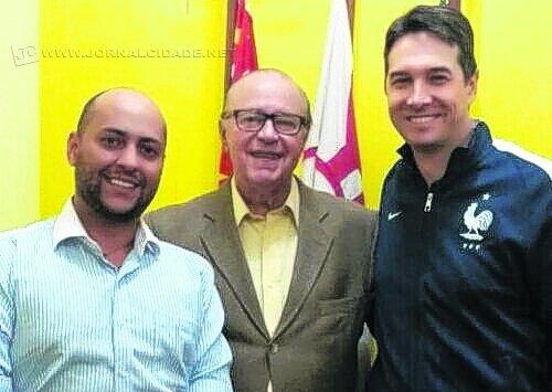 O novo presidente do PTC de Rio Claro, Alexandre Ribeiro, presidente estadual Ciro Moura e o pré-candidato Anderson Golucci (PSB)