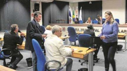 O projeto de alteração à subvenção aprovada em abril passou em primeira discussão pelo voto dos vereadores na tarde de ontem (19)