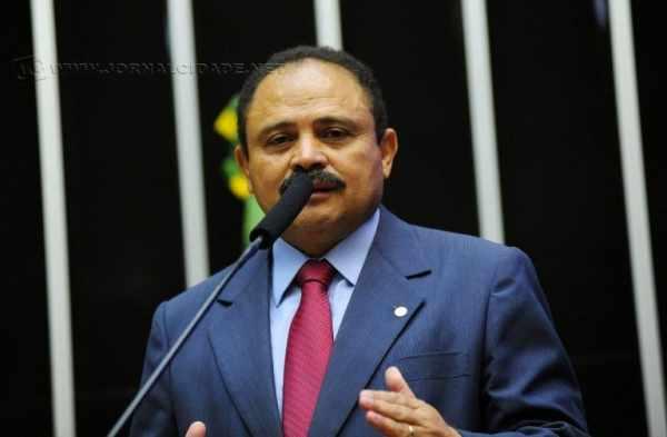 Presidente interino da Câmara assinou decisão neste segunda-feira (9)