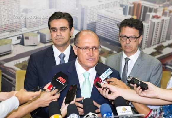 Em cenário pessimista, o governo de Geraldo Alckmin (PSDB) é reprovado (36,7%) pela maioria dos entrevistados na pesquisa Limite/JC