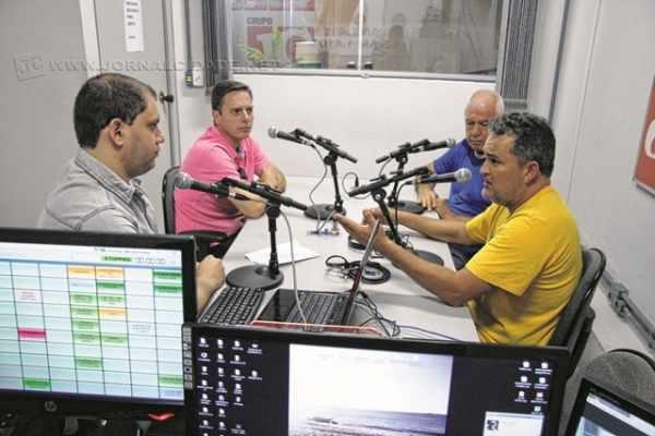 Daniel Guedes (à esquerda) e Álvaro Pacheco durante o programa Jornal de Esportes, da Rádio Excelsior Jovem Pan News, 1.410 kHz