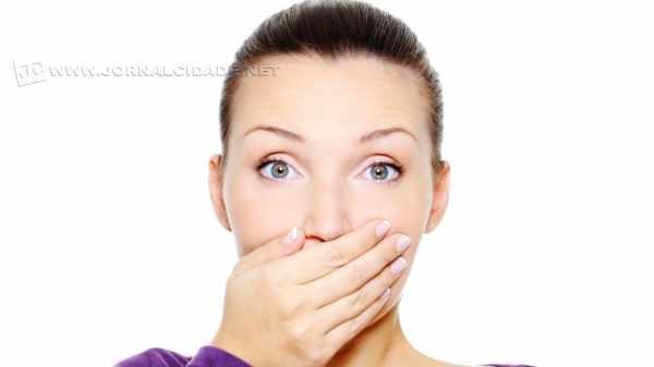 A halitose, o popular e temido mau hálito, tem como causa, em 90% dos casos, os diversos problemas bucais