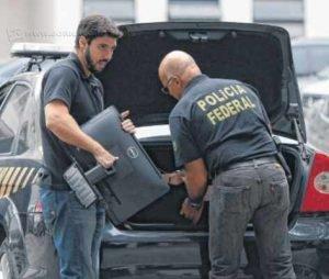 Na imagem, uma das operações da Polícia Federal no âmbito da temida Operação Lava-Jato (foto: Tânia Rêgo / Agência Brasil)