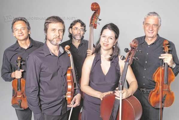O grupo de cordas Quintal Brasileiro, formado por Luiz Amato, Esdras Rodrigues, Emerson de Biaggi, Adriana Holtz e Ney Vasconcelos, faz show no Sesi Rio Claro nesta sexta-feira (6), a partir das 20 horas. Na Avenida M-29, 441, no Jardim Floridiana.
