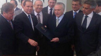 No Palácio do Jaburu, Michel Temer é notificado e passa a ser presidente interinoFelipe Pontes/Agência Brasil